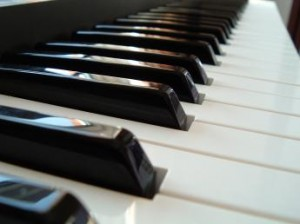 10343652-learn-piano-online-at-pianoamorenet